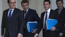 El presidente francés, François Hollande; el ministro de Economía, Emmanuel Macron, y el primer ministro, Manuel Valls. / Efe