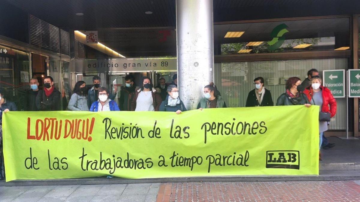 Concentración de las trabajadoras a tiempo parcial este lunes en Bilbao