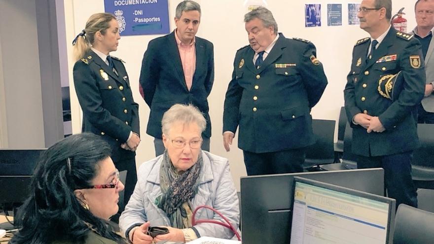 La Oficina de Documentación y Extranjería expide una media de 635 DNI y 159 pasaportes al mes