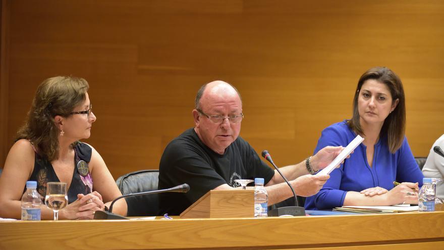 El marido de una de las fallecidas en el accidente del metro, Francisco Manzanaro, comparece en la comisión de investigación en las Corts
