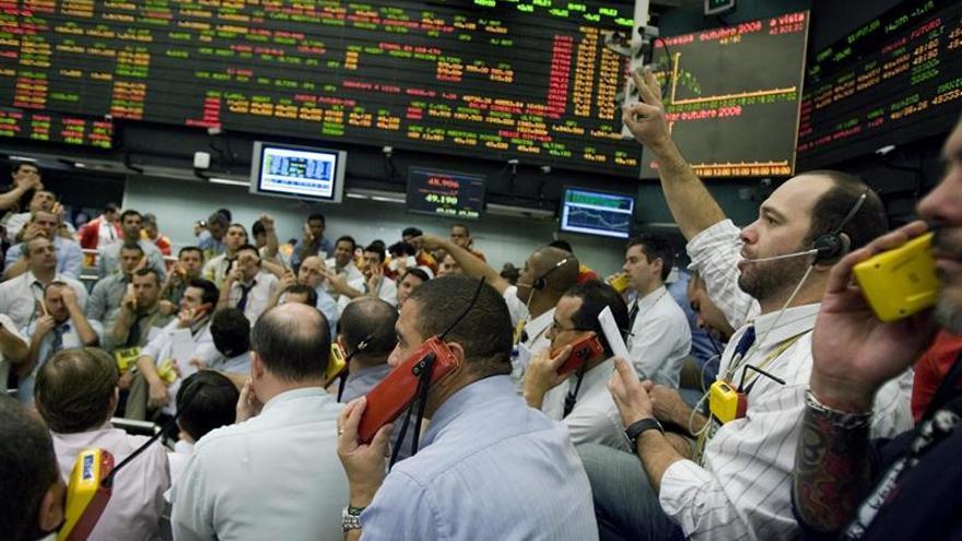 Mercados de América Latina siguen corriente verde de Wall Street, que ignoró a Irma