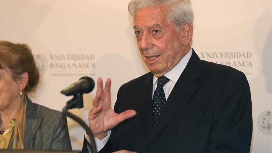 """Vargas Llosa felicita a la oposición venezolana """"por su extraordinario triunfo"""""""