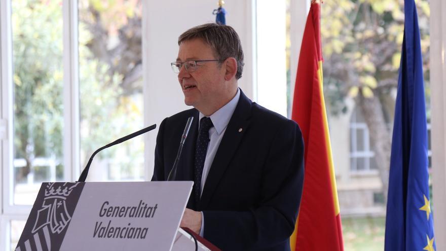 El president de la Generalitat, Ximo Puig, en su visita al hospital militar de Mislata