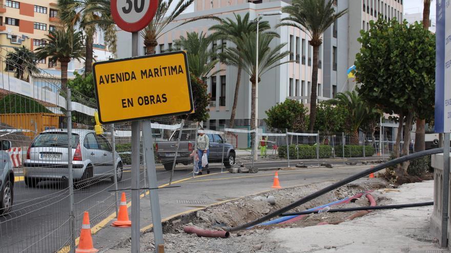Carril en obras de la Avenida Marítima.