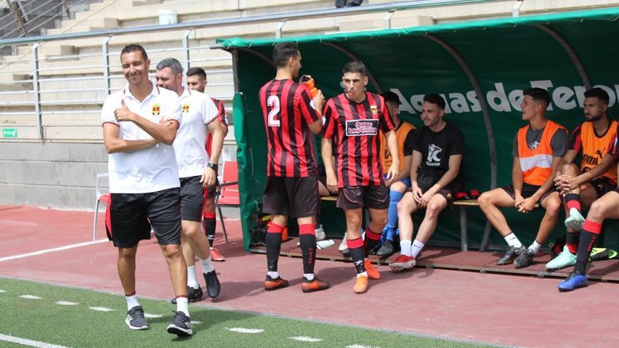 Jero Santana afronta con el Viera el último paso hacia la Segunda División B