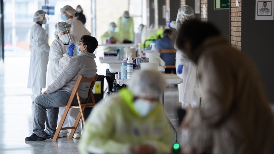Cataluña suma 140 ingresados más por covid y 40 fallecidos en una semana