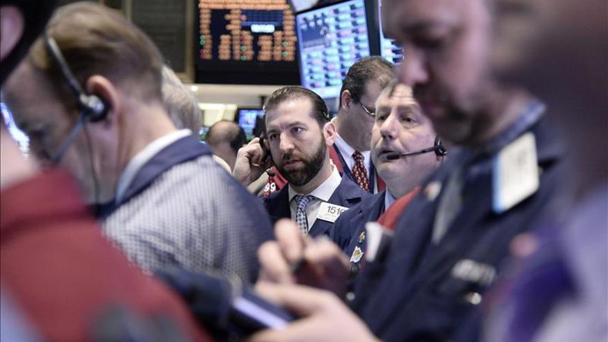 Wall Street abre con descensos y el Dow Jones baja un 0,25 por ciento