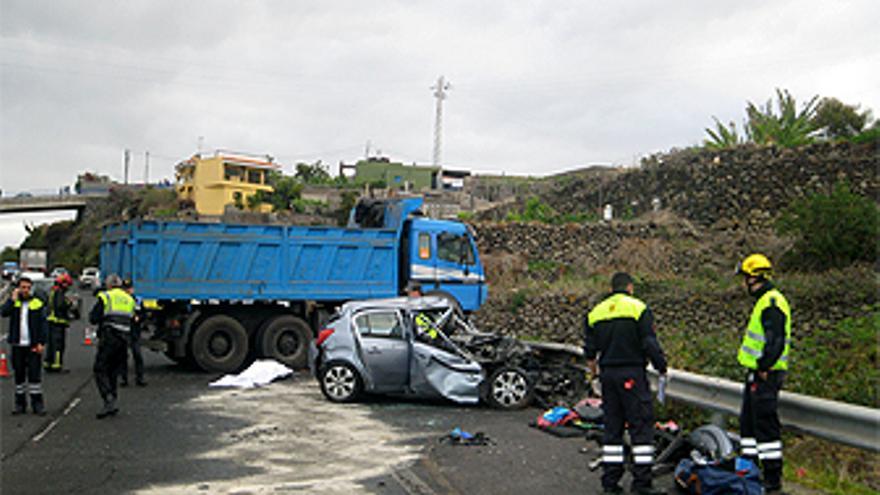 Accidente mortal en Icod. (CONSORCIO DE BOMBEROS DE TENERIFE)