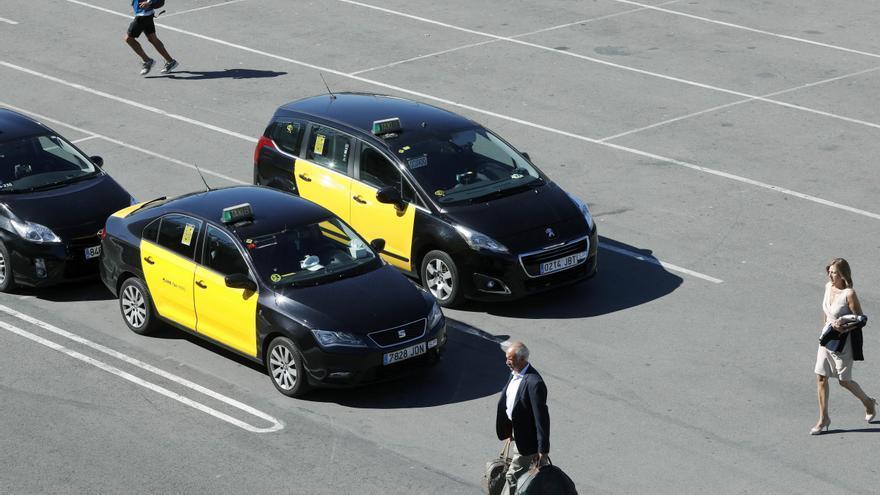 Uber volverá a operar en Barcelona a partir del martes con 350 taxistas