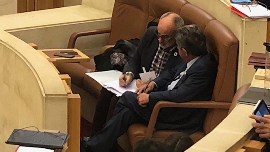 El Parlamento convoca pleno el lunes con la comparecencia de Revilla y Rodríguez