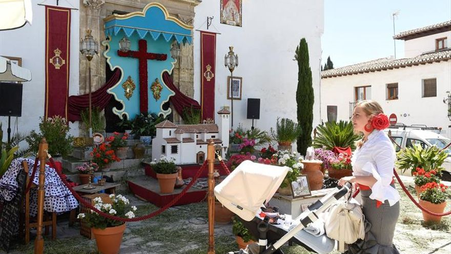 Granada renueva su tradición con las Cruces de Mayo