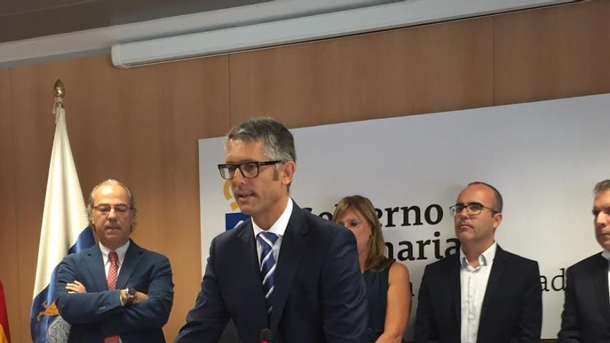 Alberto Taño, este lunes, en su toma de posesión con director del Área de Salud de La Palma.