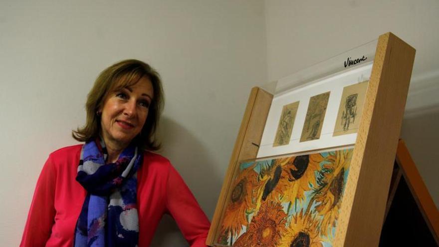 Fotografía fechada el 13 de enero del 2020, que muestra a la escritora mexicana Sandra Frid, quien posa al termino de una entrevista con Efe, en Ciudad de México (México).