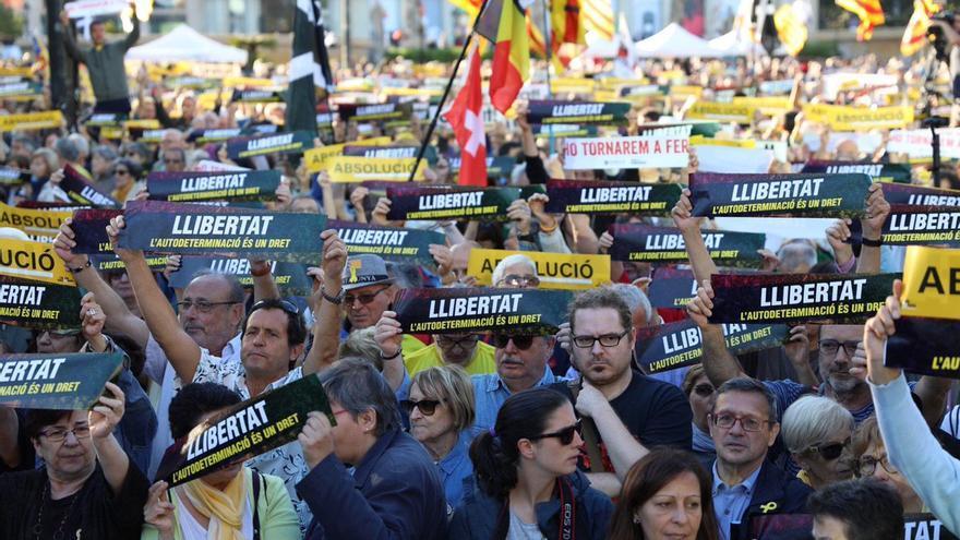 Protesta en plaza Catalunya contra el juicio al procés