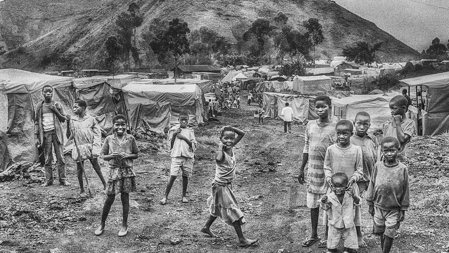 Campo de refugiados ruandeses en la República Democrática del Congo hace 25 años.   JAVIER RODRÍGUEZ