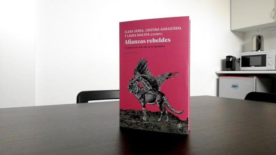 'Alianzas rebeldes. Un feminismo más allá de la identidad', coordinado por Clara Serra, Cristina Garaizábal y Laura Macaya (Bellaterra, 2021)