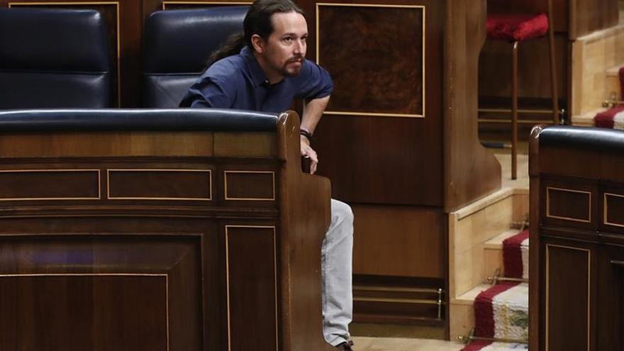 Iglesias cuestiona la neutralidad del Rey por elogiar la abstención del PSOE