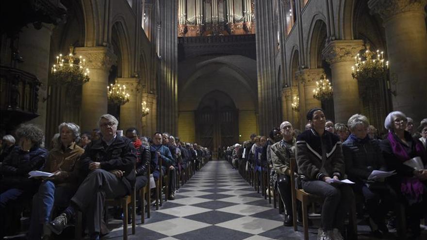 Las campanas de Notre Dame doblan en homenaje a las víctimas del atentado