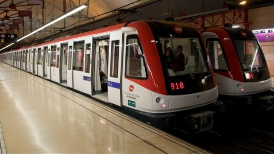 Fuera de las horas punta Metro de Barcelona funcionó sin aglomeraciones