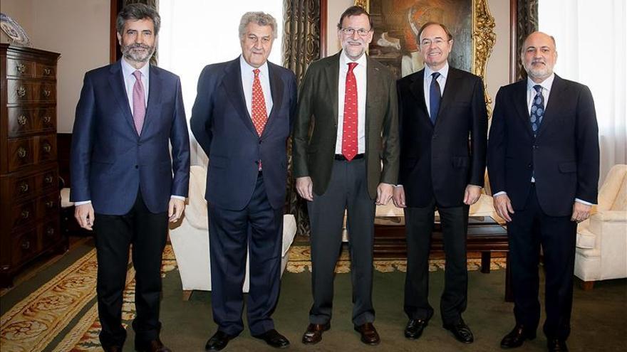 Rajoy come en el Congreso con Posada y García-Escudero por la Navidad