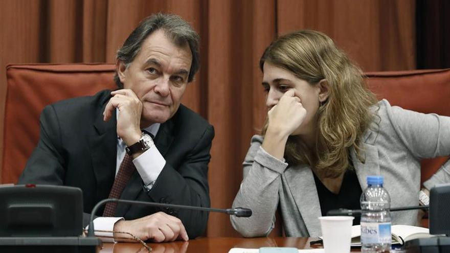 El ex presidente Artur Mas y presidente del PDeCAT, junto a la coordinadora del partido, Marta Pascal, en una reunión con el comité ejecutivo.
