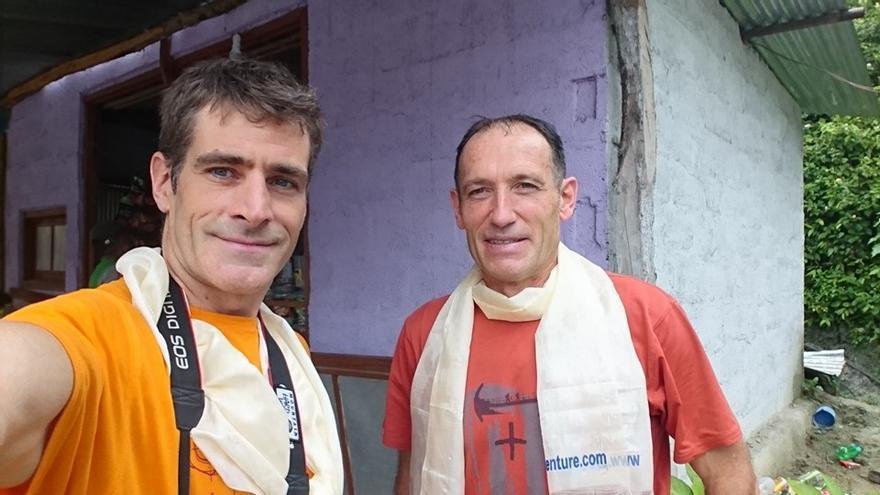 Alberto Zerain y Mariano Galván durante el trekking al Manaslu.