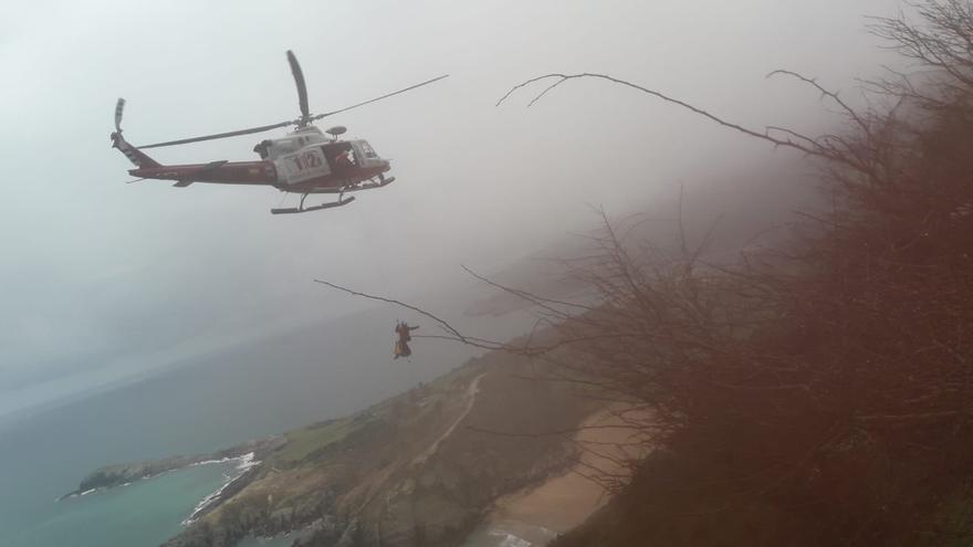 Rescate del herido en helicóptero