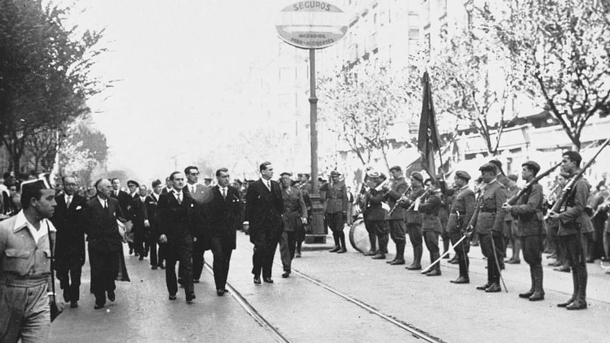 El batallón de montaña Garellano rinde honores en Bilbao al Lehendakari José Antonio Aguirre (Fondo Bidasoa/Sancho de Beurko, AHE).