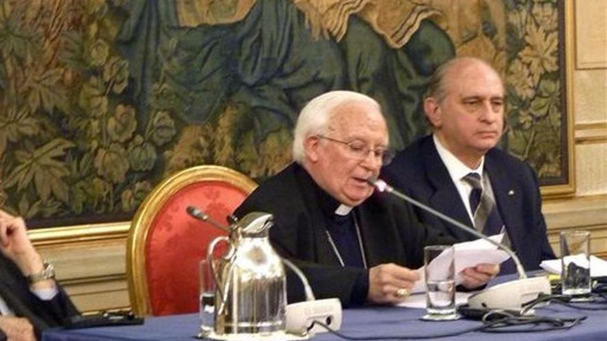 El cardenal obispo Antonio Cañizares y el ministro Jorge Fernández Díaz