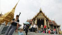 Lujo, negocios y bajas pasiones en los templos budistas de Tailandia