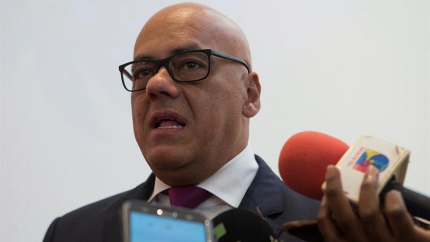 El chavismo acusa a la oposición de imponer precondiciones para el diálogo