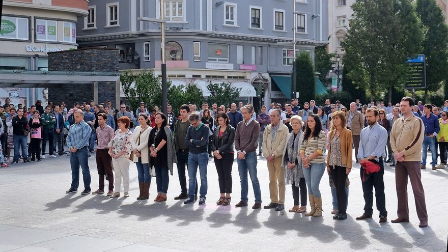 Santander guarda un minuto de silencio por víctimas del accidente de la Avenida del Faro y manda su apoyo a sus familias