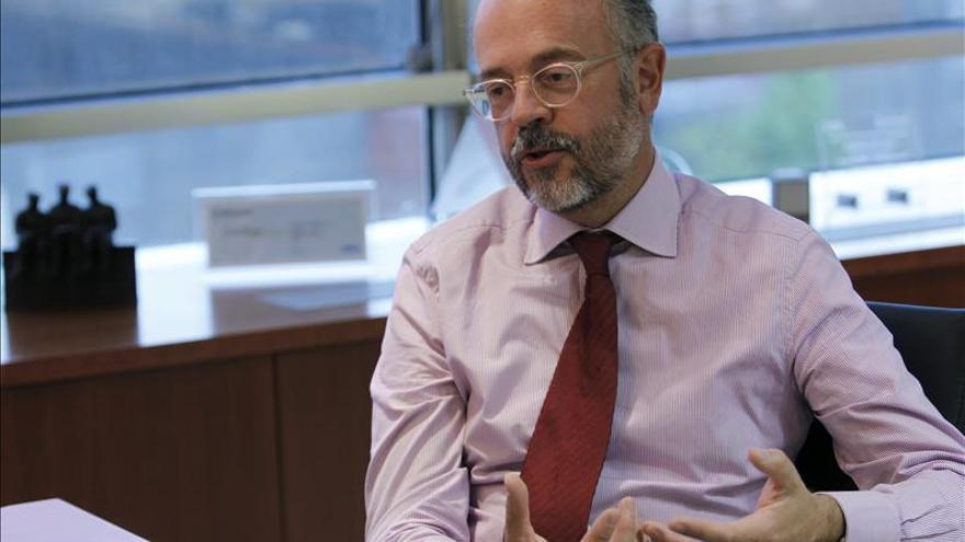 Almirall gana 448 millones de euros en 2014 y deja atrás las pérdidas de 2013