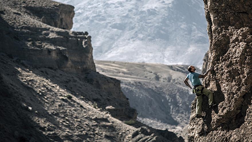 Recep Ince escalando en 'Balyolu' (6b), en Kazıklı Canyon.