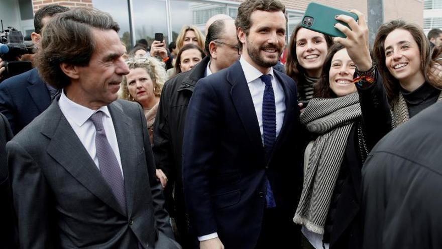Aznar y Casado, en febrero, durante un acto en la Universidad Francisco de Vitoria de Madrid.