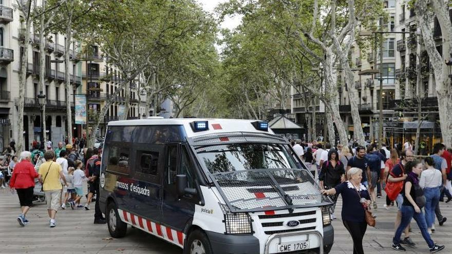 """Hoteleros y comerciantes """"exigen"""" acabar con la inseguridad en Barcelona"""