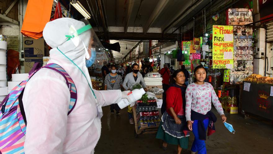 México supera los 56.000 muertos por COVID-19 pero cree que baja la intensidad
