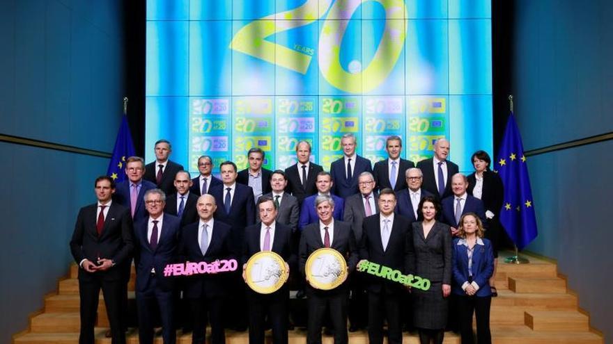 La CE pide al Eurogrupo pasar del debate a la decisión en la reforma del euro