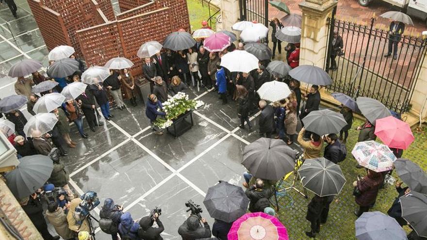 Los partidos vascos menos el PP recuerdan en el Parlamento a las víctimas