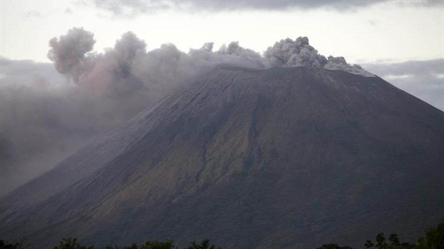 Volcán San Cristóbal produce 15 explosiones en Nicaragua