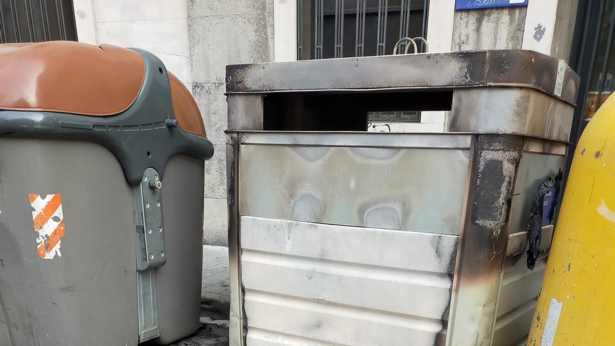 Resultado de la quema de contenedores en Eibar durante la madrugada de este sábado