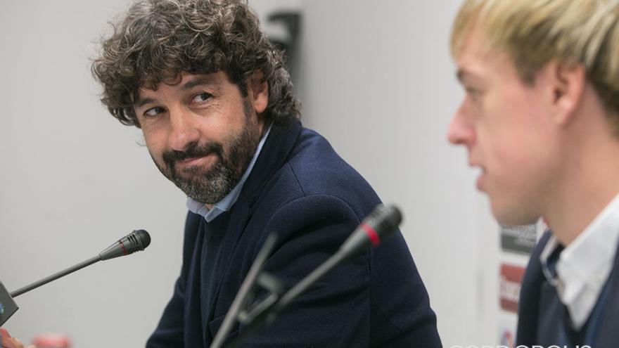 Emilio Vega, en la presentación de Javi Lara. | MADERO CUBERO