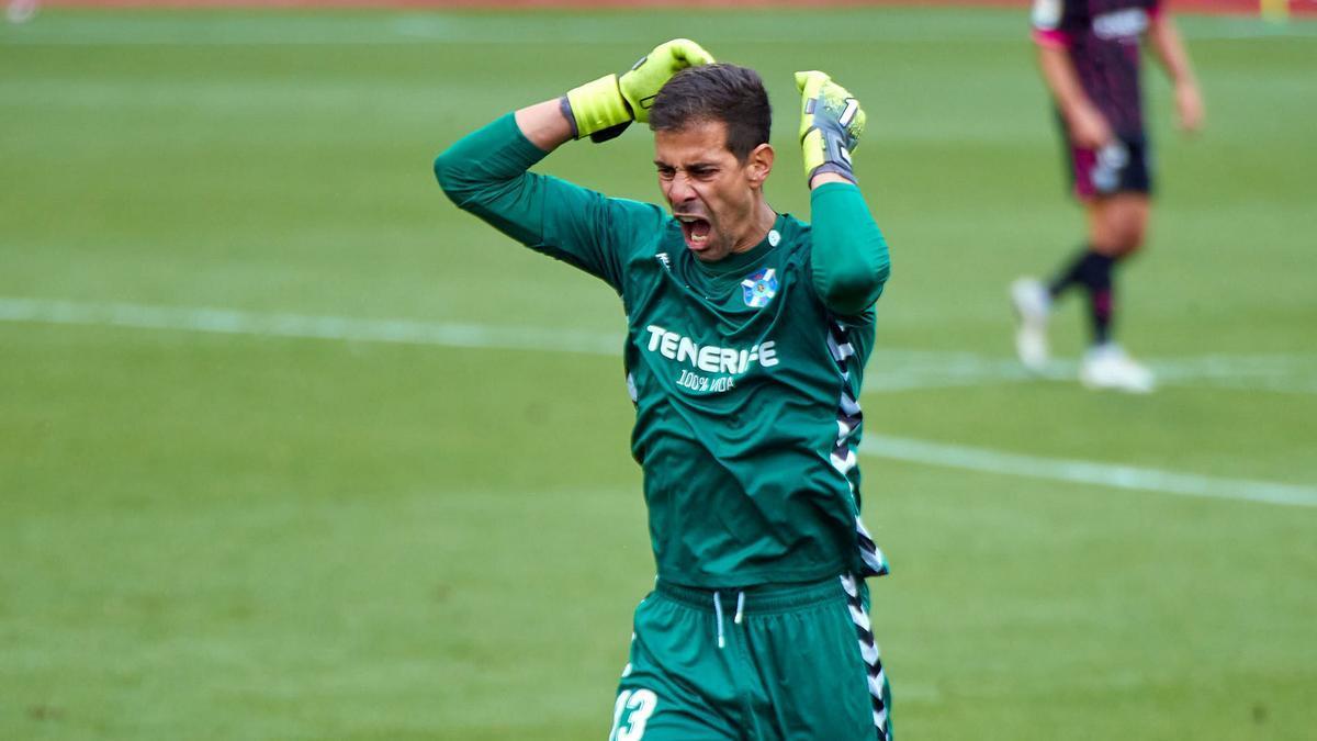 Dani Hernández se lamenta durante el Girona-Tenerife