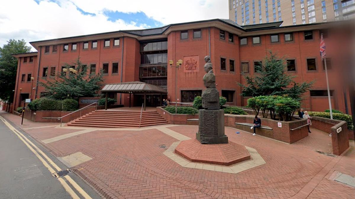 Carvell Bennett, de 74 años, fue declarado culpable por un tribunal de Birmingham, en el centro de Inglaterra.