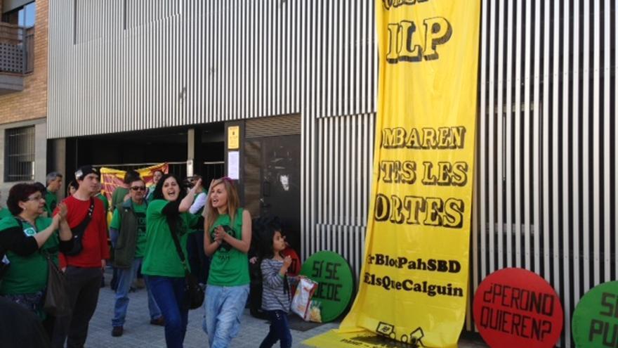 Imagen de la fachada del edificio el día de la ocupación. (Foto: R. L.)
