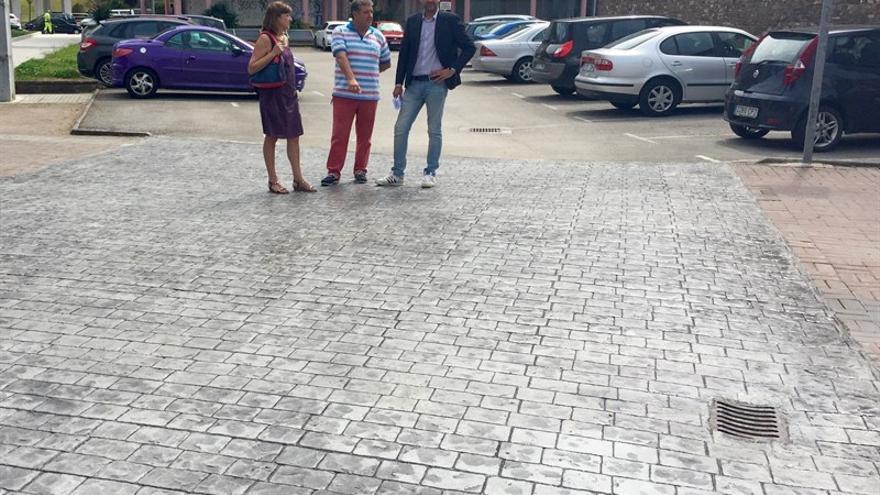 Obras en el aparcamiento junto a la estación de autobuses.