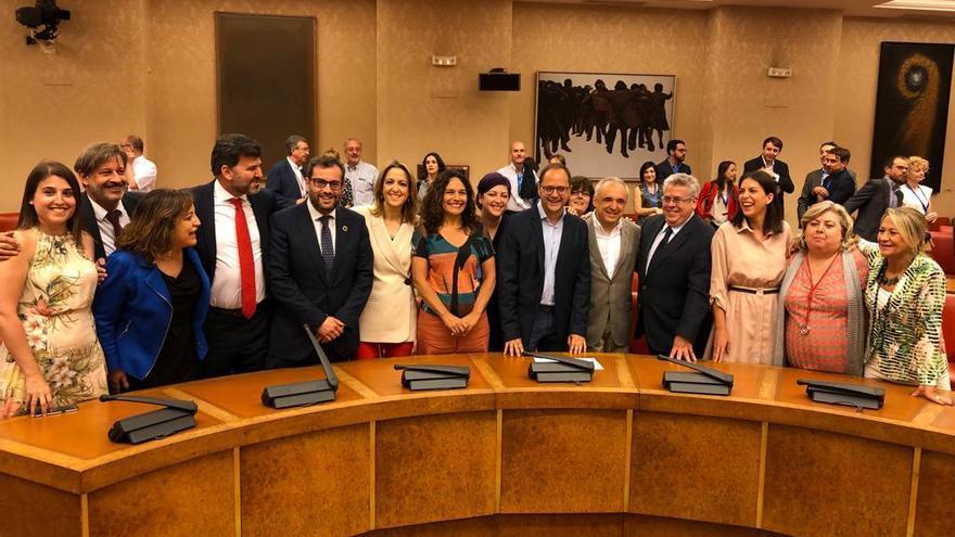 Cristina Maestre con el grupo de eurodiputados del PSOE