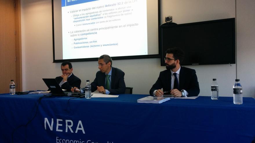 Arsenio Escolar (AEEPP), Pedro Posada de la Concha y Alberto Gutiérrez García (Nera Economic Consulting) en la presentación del informe