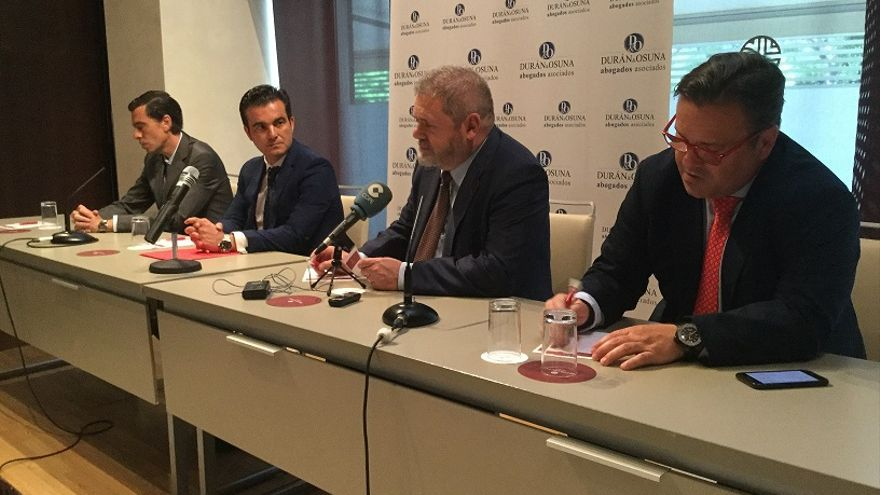 El pasado 26 de junio se celebró en Sevilla una Asamblea Informativa para Afectados por Bonos y Acciones Abengoa, presidida por el abogado Miguel Durán, expresidente de la ONCE