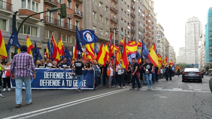 Marcha neonazi por el centro de Madrid, en la calle Gran Vía. | Foto: Mercedes Domenech.